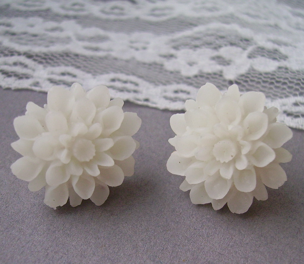 Snow white chrysanthemum earrings