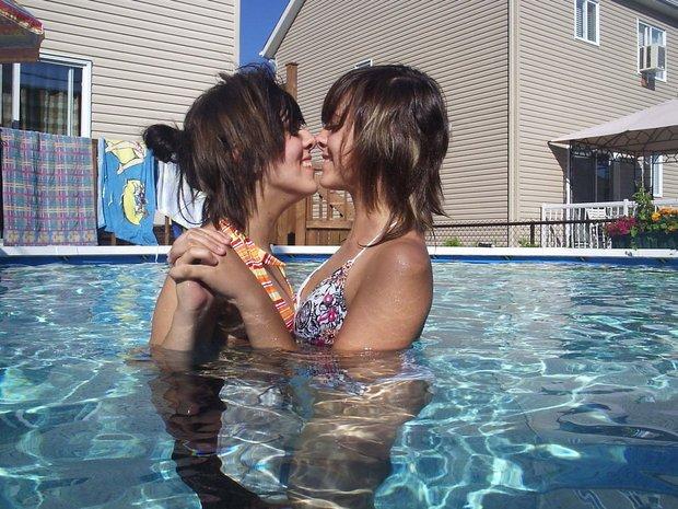 Two women one man threesomes video