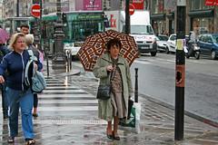 Rue de Rivoli - Paris (France) (Meteorry) Tags: street madame woman paris france bus rain umbrella europe crossing pavement sidewalk zebra pedestrians fedex rue autobus rivoli ratp trottoir ruederivoli parapluie garestlazare pietons pleuvoir meteorry parispeople