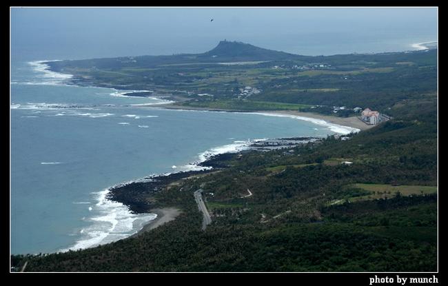 找找看,誰是自然綿延的海岸線上,第一家景觀破壞者?(台東,杉原)