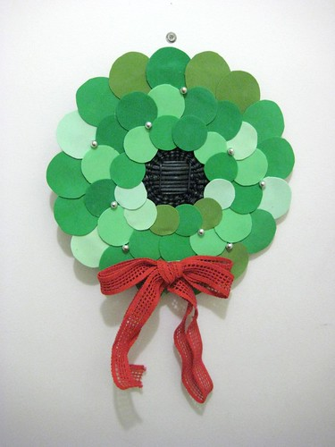 DIY Project: Retro Holiday Circle Wreath