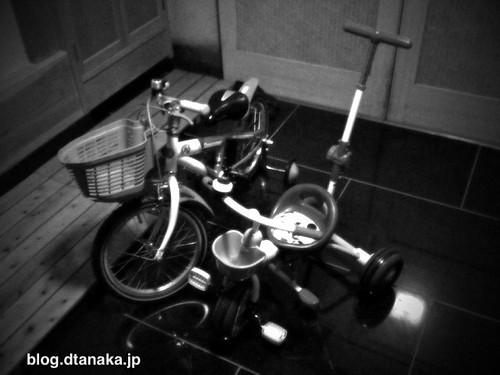 実家でお食い初め。ついでにクリスマス。プレゼントは自転車。