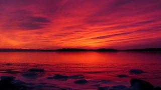 Afterglow above the frozen sea (Lauttasaari, Helsinki, 20170212)