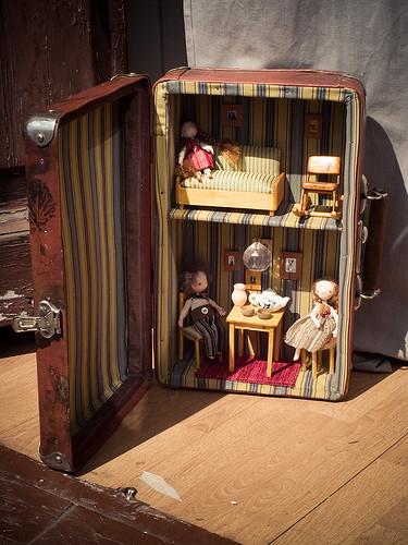Домик в чемодане своими руками