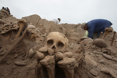 Archaeologists discover pre-Inca cemetery at the Huaca Huantille in the district of Magdalena. Photo: ANDINA/Jack Ramón.