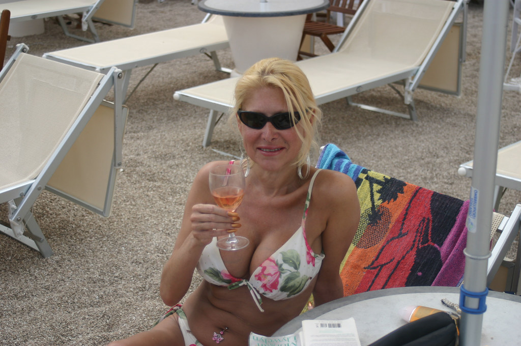 Hot mature beach pics