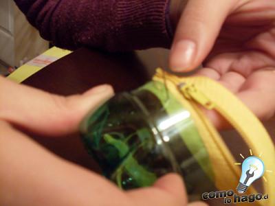 como hacer una alcancia con 2 botellas de plastico