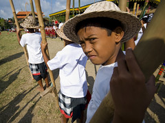 Ubud Festival - Traditional game of Tajog #2 (Mio Cade) Tags: girls boy bali heron boys girl festival kids children indonesia kid village child competition bamboo balance panning kampong ubud compete earthasia tajog