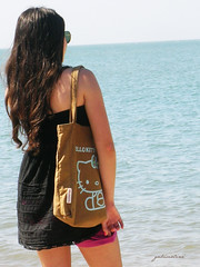 beach (~gciolini) Tags: hello life vacation love praia bag nikon peace kitty gabriela beah ciolini