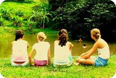 Girls watching I Boys washing* (steph_ie) Tags: verde green nature children natureza crianças girlies disorganized stephaniebastos