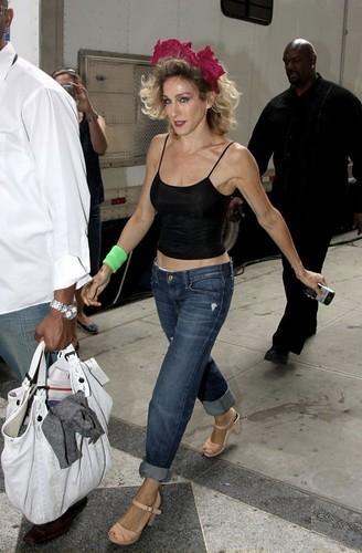 sarah-jessica-parker-boyfriend-jeans-2
