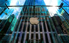 Apple in the Big Apple (Ken Yuel) Tags: apple ipod manhattan midtownmanhattan macbookpro glasscube digitalagent appleinthebigapple kenyuel nycappleon5thave