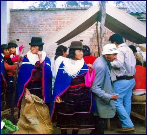 Indigenas guambianos en el mercado de Silvia Colombia