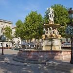Carcassonne: Place Carnot et sa fontaine  (ville basse)