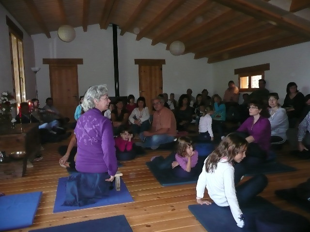 Giuliana from Valencia Sangha leading session in shrineroom
