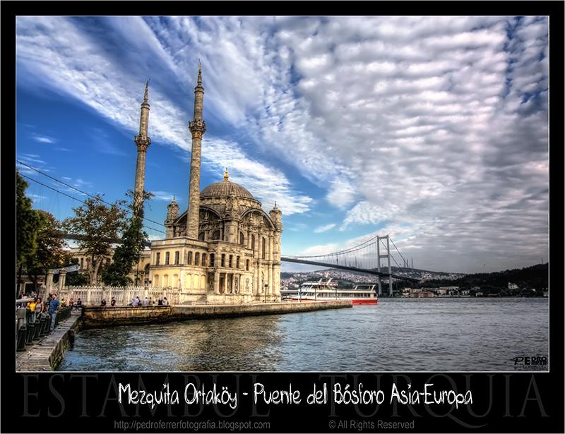 Ortaköy. Mezquita y Puente del Bósforo Asia - Europa
