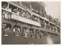 Troopships depart Sydney (State Library of New South Wales collection) Tags: ship sydney middleeast australianarmy aif troopship australianimperialforce 6thdivision 2ndaif secondaustralianimperialforce 2ndaustralianimperialforce sixthdivision