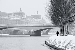 Lone figure sries (R e d o x) Tags: snow paris silhouette blackwhite nikon noiretblanc nb neige quaideseine 70210mm d700