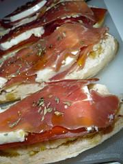 Tartines jambon cru mozzarella (Goldelie) Tags: food cheese bread recipe cuisine pain oliveoil nourriture fromage mozzarella recette tartine jambon receita origan huiledolive