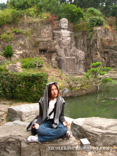 nicolekiss and leshan grand buddha statue