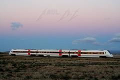 R-598 saliendo de Moreda (Maky_Heavy) Tags: color tren atardecer media via granada nubes caf distancia renfe regionales r598 moreda