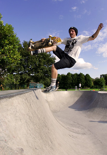Craig lofts a Boneless One @ Poynton Bowl