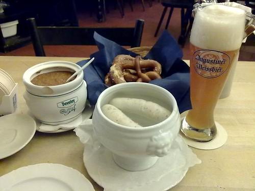 2 Stück Augustiner Weißwurste mit original Weißwurstsenf