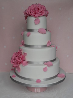 Blush roses wedding cake by Cotton and Crumbs