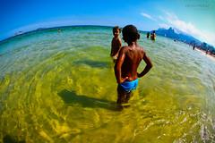 Let's play together! (PEDROMUNIZ) Tags: brazil praia beach rio riodejaneiro child bluesky fisheye pedro summertime crianas muniz brincando arpoador pedromuniz