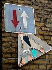 Zeitsprung (web.werkraum) Tags: street urban streetart berlin art germany deutschland artist head urbanart dual 2009 annotation association aufkleber zeit zeichen kopf ansichten altemlzerei berlinpankow zeitsprung berlinstreetart streetartberlin streetheads vertrautheit dasdasein bildfindung berlinerknstlerin tagesnotiz verortung strassenkpfe webwerkraum karinsakrowski streethead