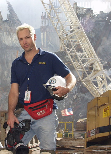 Kurt Sonnenfeld en Ground Zero del World Trade Center como funcionario de FEMA