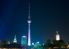 Television Tower, Festival of Lights, Berlin, Germany (Xindaan) Tags: city longexposure light tree berlin church architecture night germany geotagged deutschland noche licht nikon europa europe hoteldeville nacht cityhall mary tripod cit capital hauptstadt religion central iglesia kirche ciudad chiesa stadt architektur alemania fernsehturm townhall rotesrathaus marienkirche nikkor rathaus nuit allemagne mitte glise festivaloflights baum notte mairie germania manfrotto citt televisiontower langzeitbelichtung d300 berlinmitte stativ 1685 casaconsistorial 460mg palazzomunicipale 055mf4 1685mm afs1685mmf3556gvr afs1685mm geo:lat=5251663156 geo:lon=1339993437