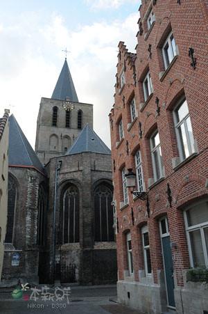 旁邊的教堂