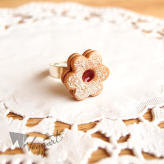 Mini Linzer Ring (weggart) Tags: christmas cookies miniature czech mini fimo minifood linzer polymer linzercookies linzcookies linecke