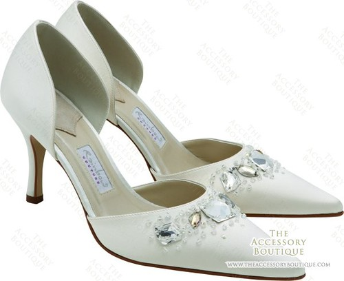 Bridal shoe by Rainbow Couture.