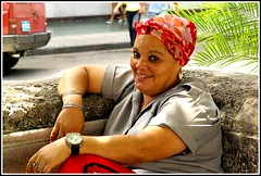 Au square ...  IMGP2498 (robert.fr.22) Tags: portraits havana cuba habana picnik centreville vieilleville womanportrait lahavane cubaines portraitscubainescubains