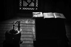 Concentracion (Fernando Rey) Tags: light bw luz concentration key low estudio bn study marrakech baja concentracion clave