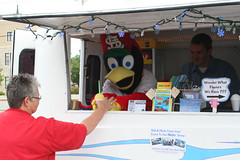 "St. Louis Snow Cone and Fred Bird • <a style=""font-size:0.8em;"" href=""http://www.flickr.com/photos/85572005@N00/3740057793/"" target=""_blank"">View on Flickr</a>"