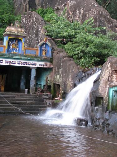 Kalhatti_Falls_Foothill_Temple