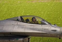 Saluti (il_rinforzino / Topo Zorro) Tags: sc airplane fly flying aircraft f16 falcon eurofighter fighting lockheed masa avion trapani efa assi generaldynamics f16fightingfalcon fightingfalcon birgi lockheedmartinf16 trapanibirgi aeronauticamilitareitaliana specialcolor skywing ilrinforzino topozorro aviacin lockheedf16 cheero 37stormo 1000oredivolo 10gruppo 17gruppo gliassi ociochetecoppo 1000ore
