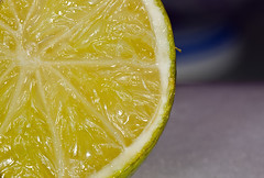 Macro [frutas, pimentas e cebola] (joao barroca) Tags: food macro nature canon macrofotografia 180mm mpe65 expmacro cfrexpmacro