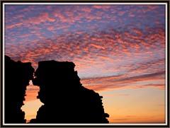 """O Beijo"" - ""The Kiss"" (antoninodias13) Tags: portugal céu ruinas fortaleza nuvens algarve arrifana silhuetas mywinners ilustrarportugal goldstaraward sérieouro flickrestrellas"