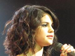 Selena Gomez in front of the crowd (krisjaus) Tags: sexy beautiful sandiego sassy gorgeous singer thehouseofblues selenagomez wizardsofwaverlyplace thedisneychannel disneychannelstar thehouseofbluessandiego