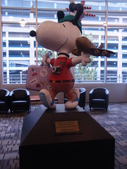 snoopy statue