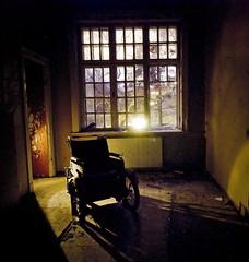 Porten til Riget er begyndt at bne sig p ny (Maron) Tags: old abandoned dark wheelchair spooky lier supermarion marionnesje mentalsykehus twphch twphch030 fraflyttet liergamlementalsykehus