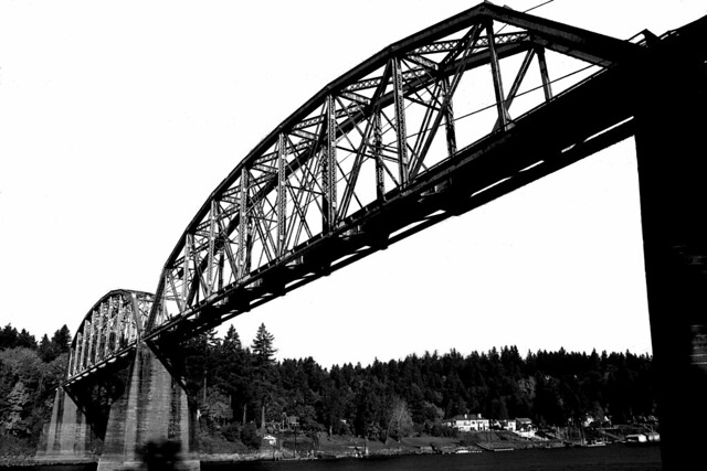 lake oswego railroad bridge.xbm