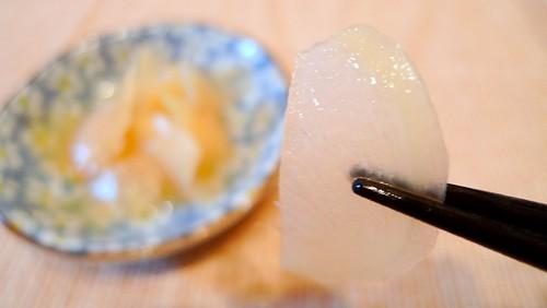 根生姜の甘酢漬けを食す
