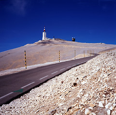 the road up the Ventoux (by: Andreina Schoeberlein, creative commons license)