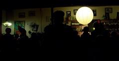 Noches en Valparaso (||Anna Fazekas, a.k.a Violeta||) Tags: bar contraluz colores bohemia violeta valpo pajarito annafazekas
