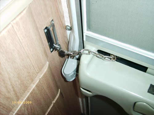 Habitation Door Security Chain